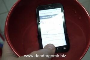 Motorola Defy sub apă
